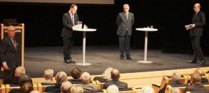 Kenneth G Forslund (S) , Hans Wallmark (M) Lars Tegelberg ordf AU